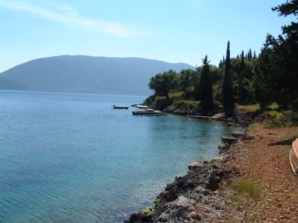 The hidden bay below Evreti